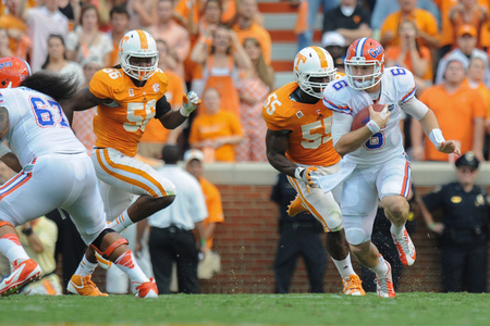 jeff driskel qb florida gators eludes the rush against tennessee